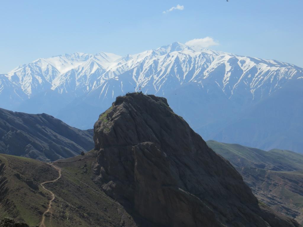 Site d'Alamut : au loin les montagnes de l'Elbourz.